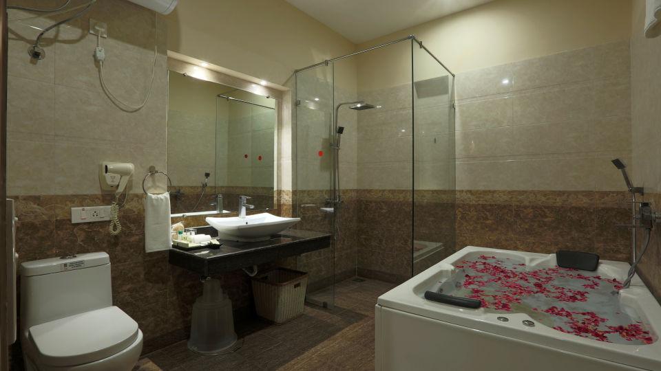 club-room-washroom